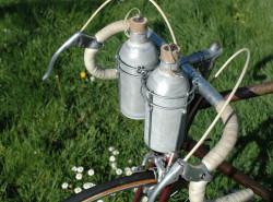 Bidon de vélo Badoit ancien vintage gourde cycliste cyclisme aluminium